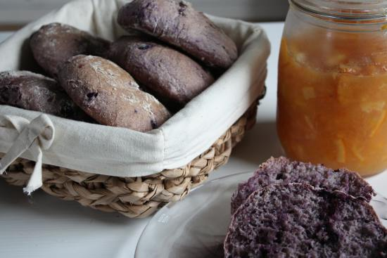 Baka bröd bluesbagels bagels med blåbär