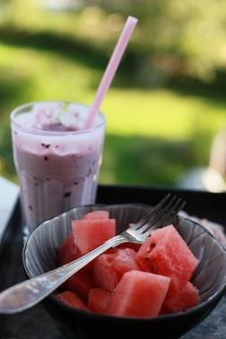 frukost smoothie vinbär och vattenmelon