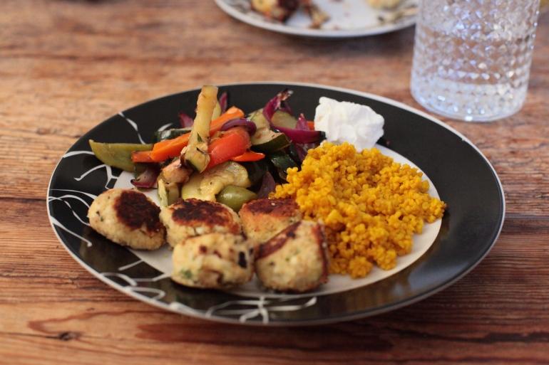 Matsmart dietistblogg mandelbollar med medelhavsgrönsaker och gul bulgur