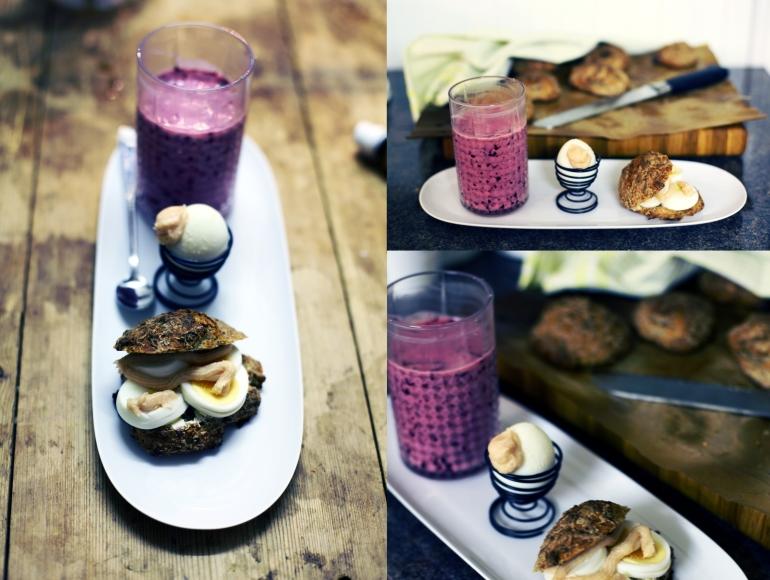 frukost med vinbärssmoothie och rågbröd med ägg