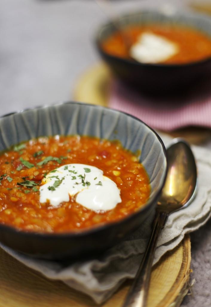 röd linssoppa med thailändsk curry