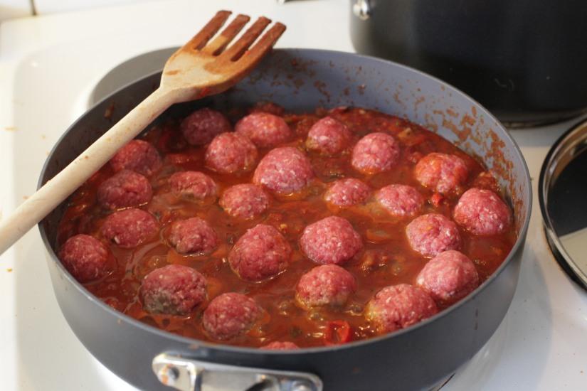 Köttbullar i tomatsås (2)