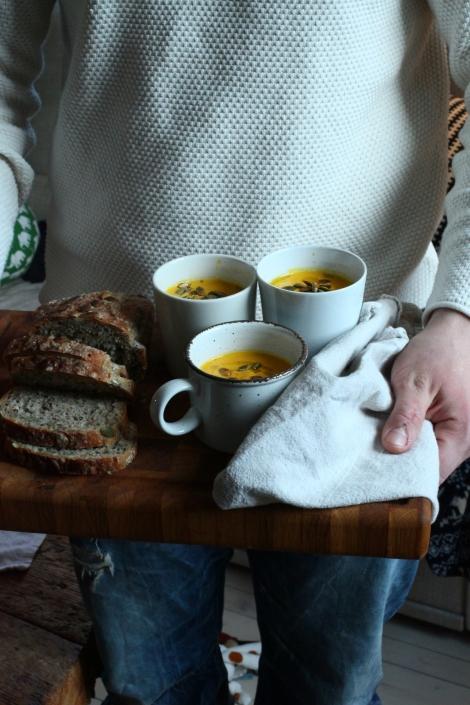 morotssoppa med ingefära i kopp 1