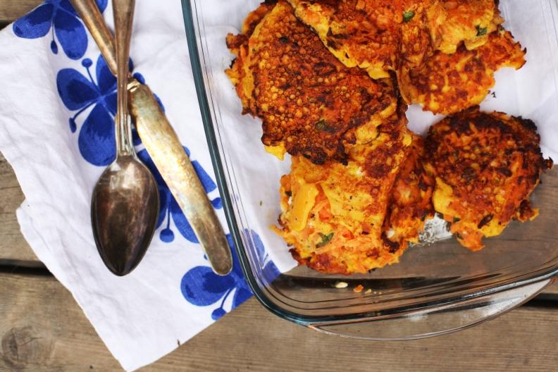 morotsbiffar med fetaost och basilika köttfri måndag vegetariska biffar