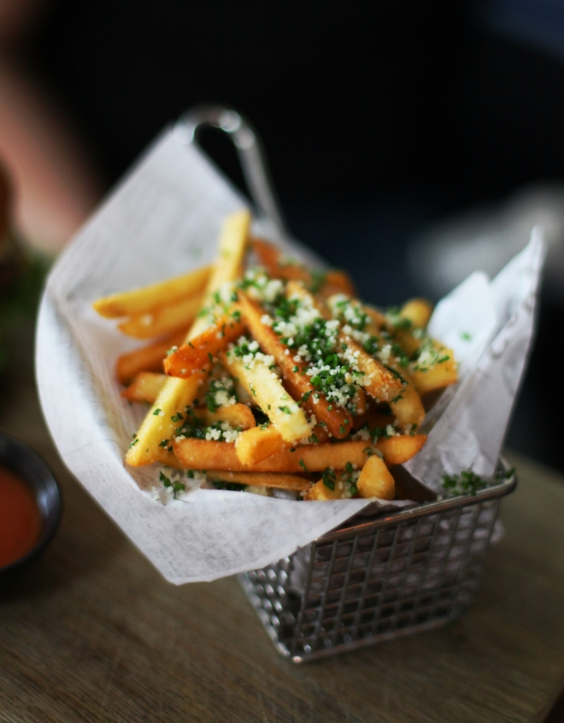 pommes frittes kitchen and table