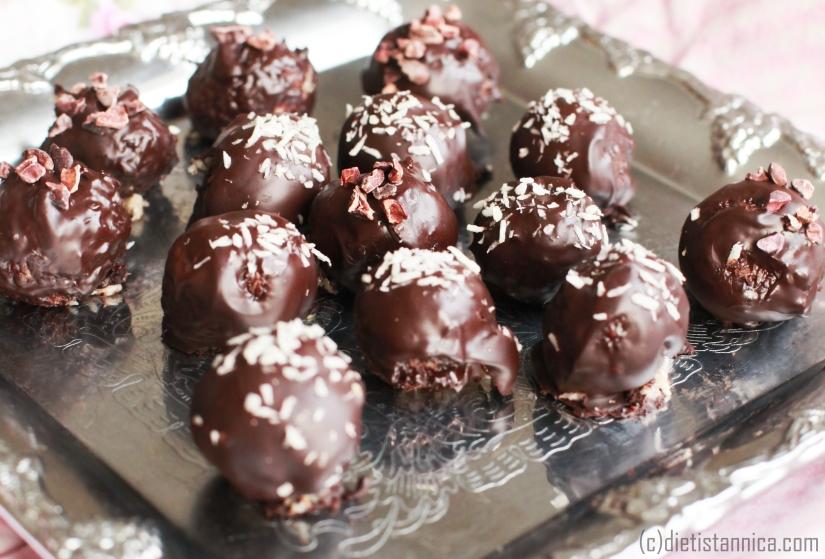 bountybollar med kokosmjölk sötade med honung dietist