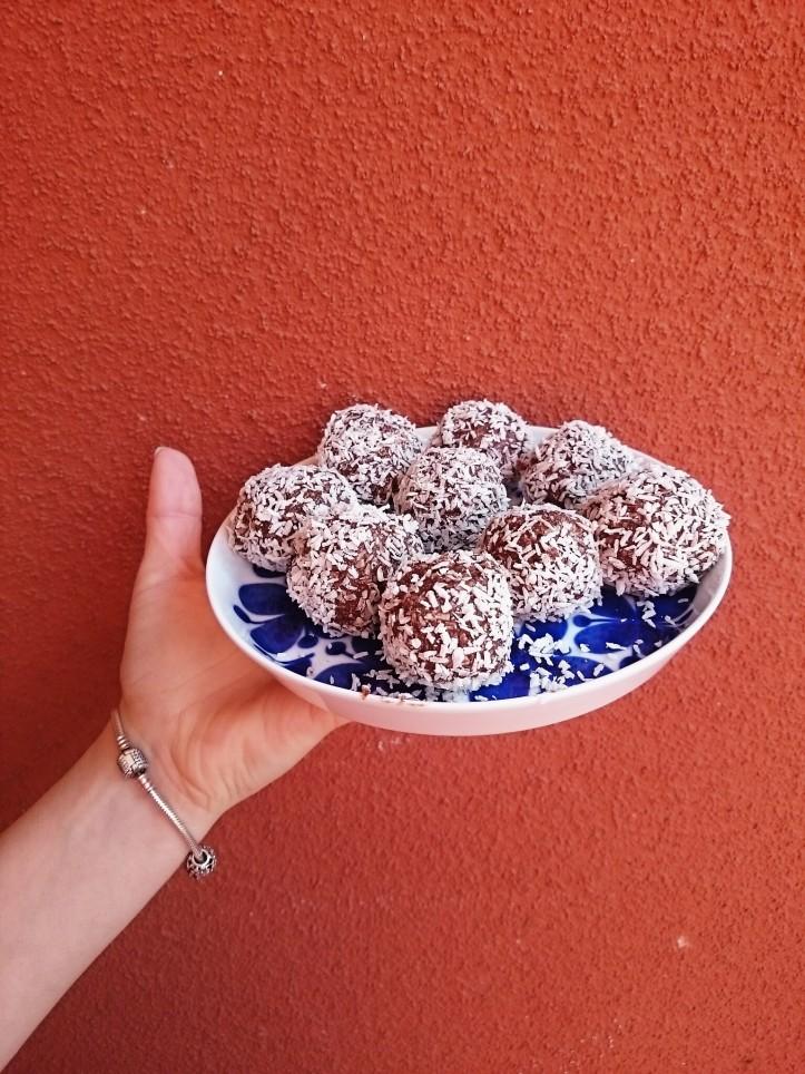 nyttiga chokladbollar utan dadlar med honung
