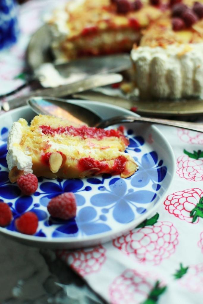lemoncurdtårta med hallonsås 2