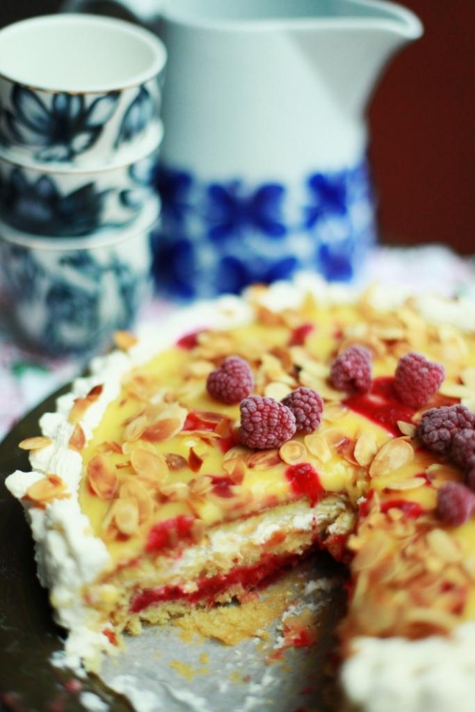 lemoncurdtårta med hallonsås 3