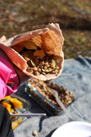 pitabröd kvarngryn belugalinser hummus grillade grönsker