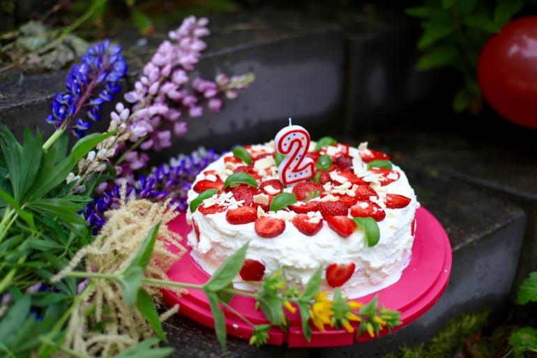 födelsedagstårta två år