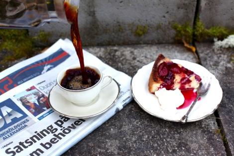 plommonkaka och kaffe